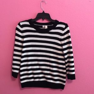 Black and white striped small sweater top